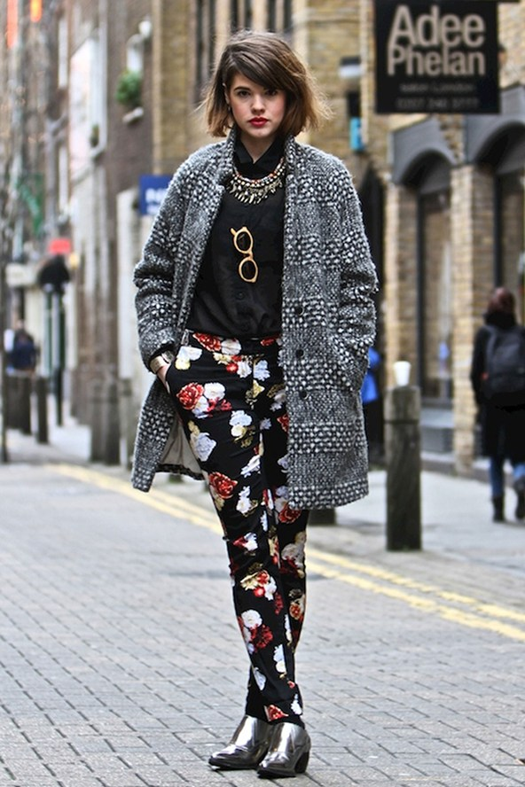 london, street style, floral pants, coat, black,